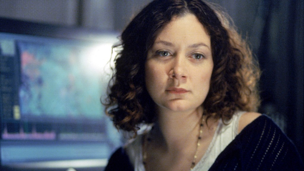 Sara Gilbert as Paula Schaeffer in 24 Season 2 Episode 3
