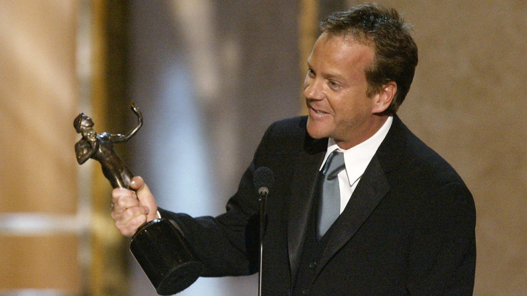 Kiefer Sutherland accepts the 2004 SAG Award for Best Actor in a Drama