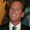 Kiefer Sutherland smiling at 2004 SAG Awards