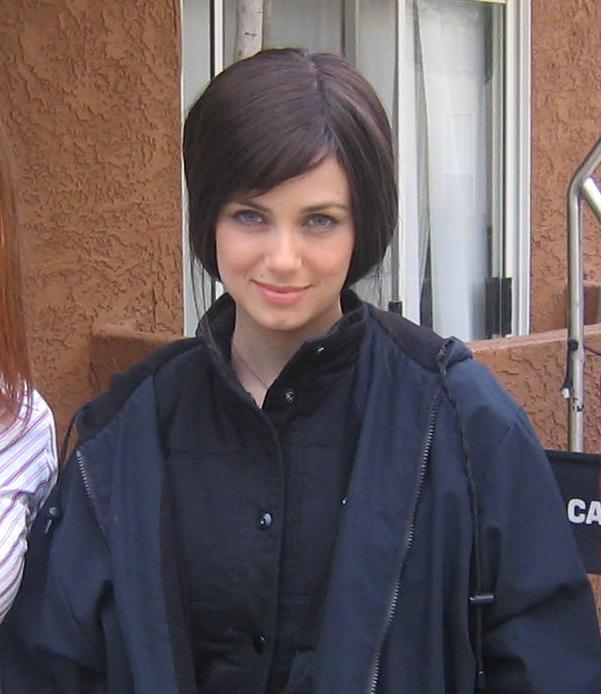 Mia Kirshner on 24 Season 4 set