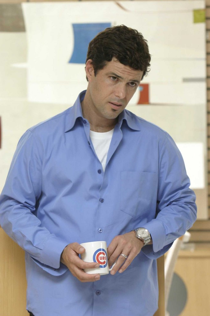 Tony Almeida with cubs mug in 24 Season 5 Episode 1