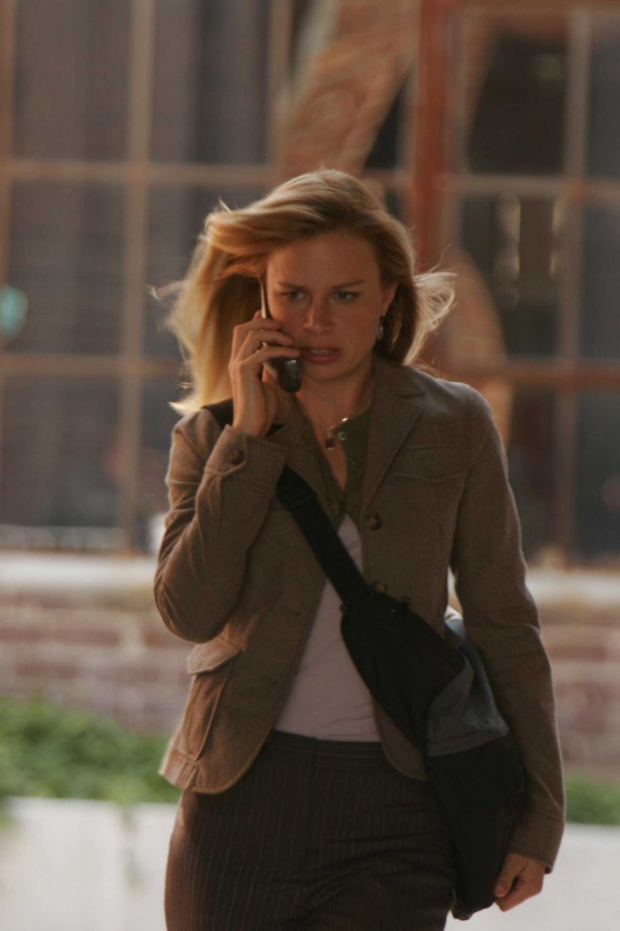 Chloe O'Brian desperately calls Jack Bauer in 24 Season 5 premiere