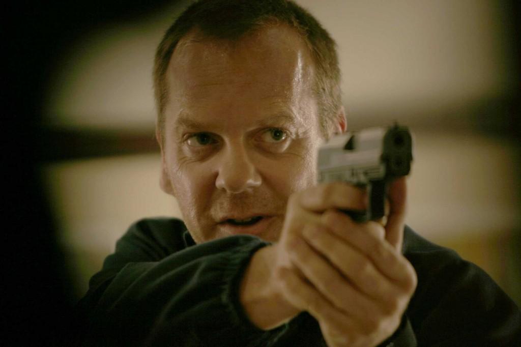 Jack Bauer points gun in 24 Season 5 Episode 2