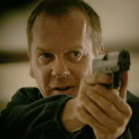 Jack Bauer points gun in 24 Season 5 Episode 2
