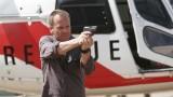 Jack Bauer with gun in 24 Season 5 Premiere