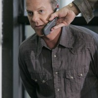 Jack Bauer on phone in 24 Season 5 Episode 4