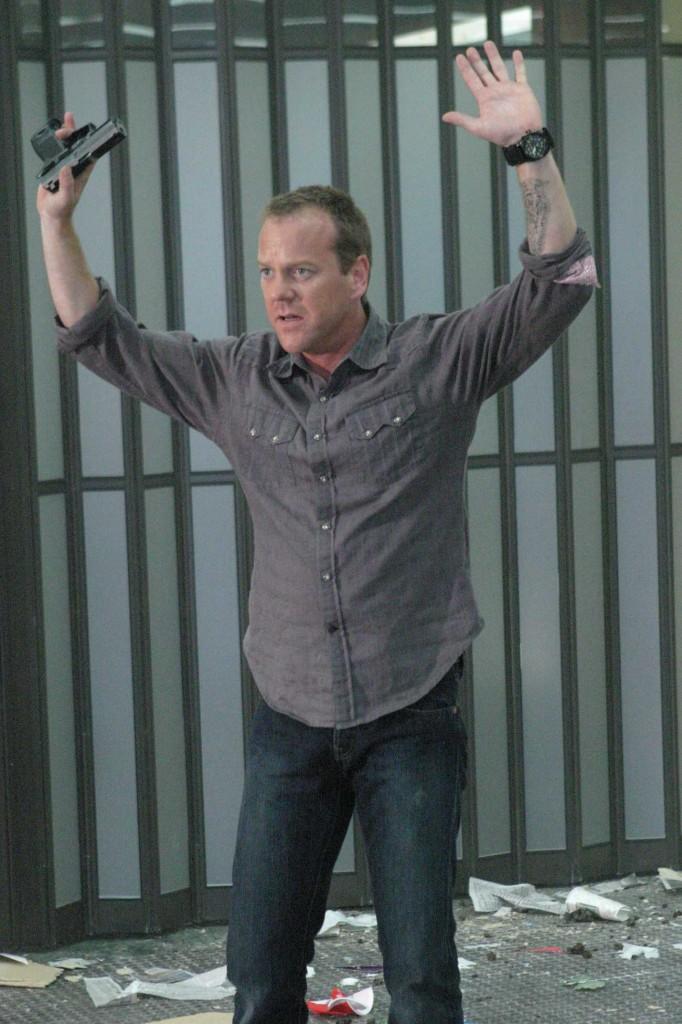 Jack Bauer surrenders to terrorists in 24 Season 5 Episode 3