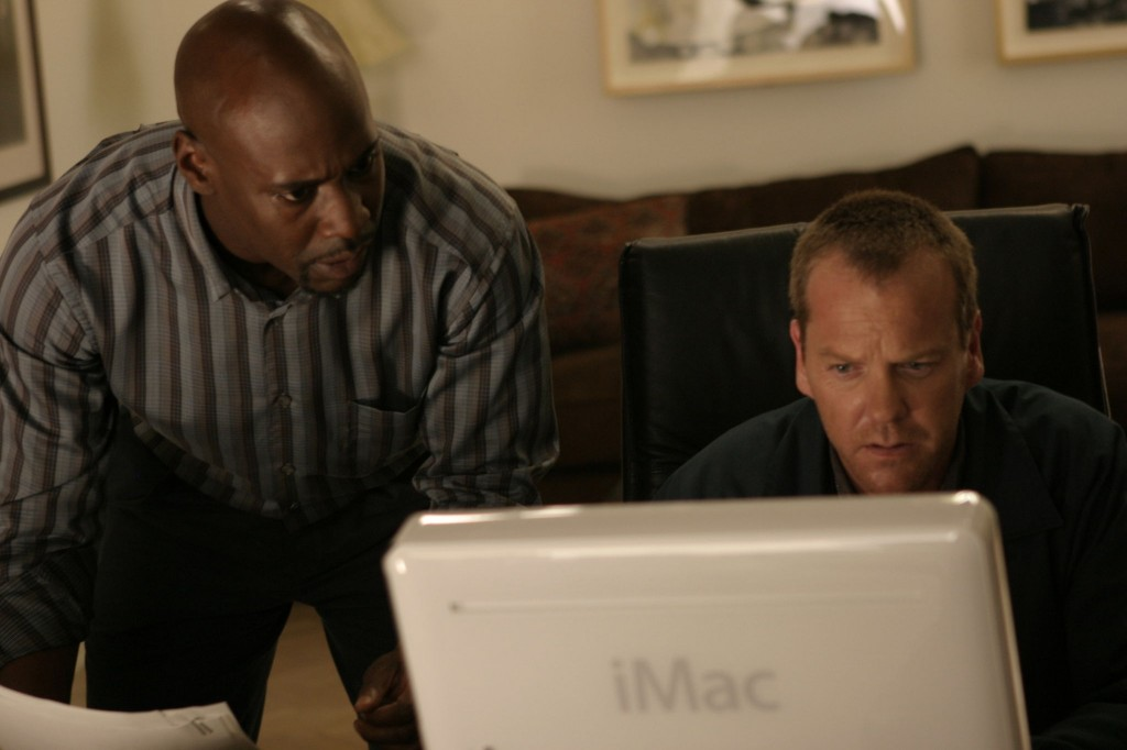 Jack Bauer and Wayne Palmer search computer in 24 Season 5 Episode 2