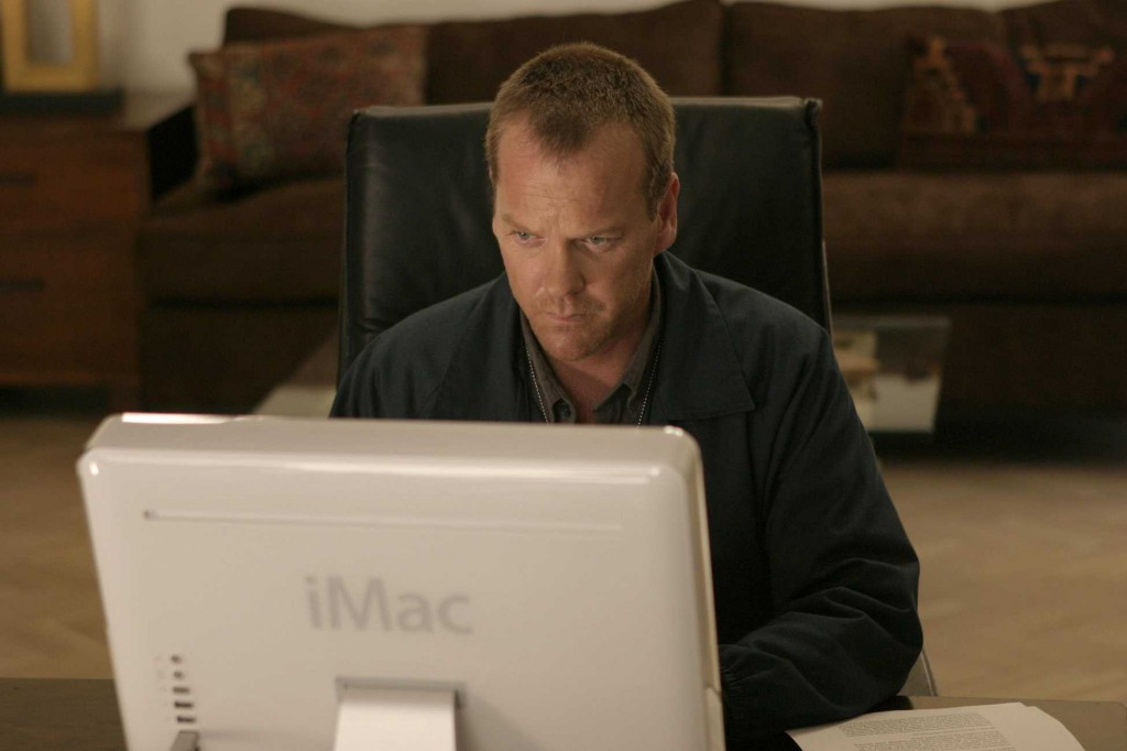 Jack Bauer searches computer in 24 Season 5 Episode 2