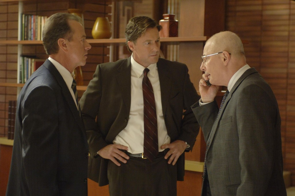 Charles Logan, Walt Cummings, Mike Novick discuss the hostage situation in 24 Season 5 Episode 4