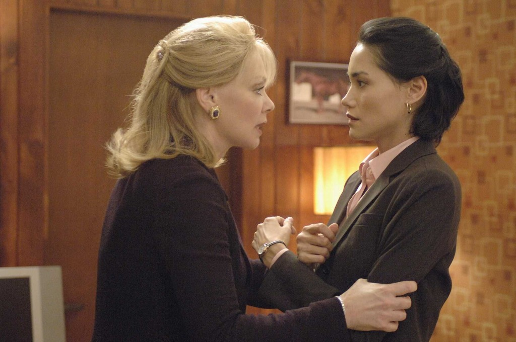 Martha Logan and Evelyn Martin in 24 Season 5 Episode 3