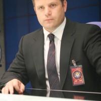 Lynn McGill (Sean Astin) runs lead as CTU tracks terrorists in 24 Season 5 Episode 5