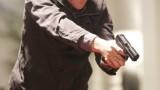 Jack Bauer pointing gun in 24 Season 5 Episode 7