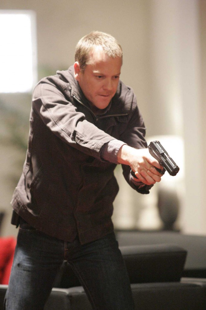 Jack Bauer pointing gun in 24 Season 5 Episode 7