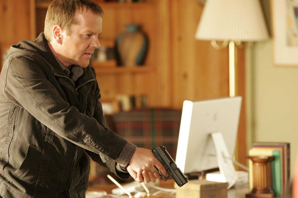 Jack Bauer interrogates Hendersons in 24 Season 5 Episode 11