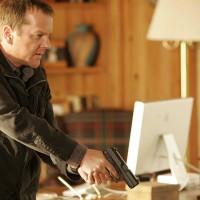 Jack Bauer interrogates Hendersons in 24 Season 5 Episode 11
