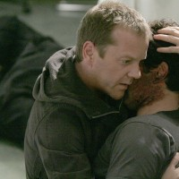 Jack Bauer holds a dying Tony Almeida in 24 Season 5 Episode 13