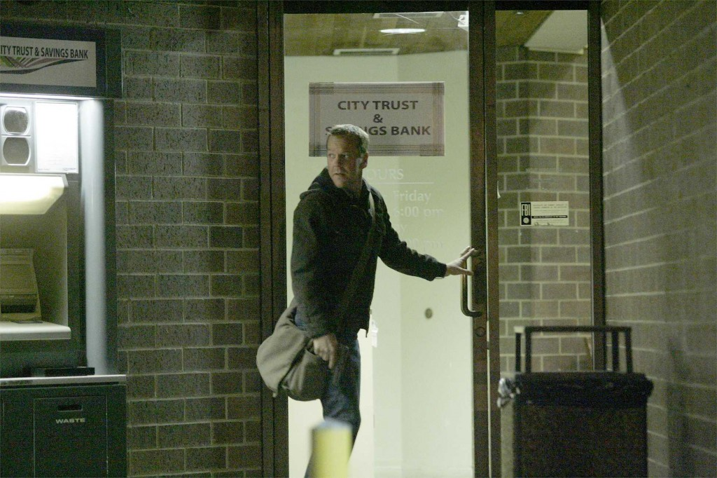 Jack Bauer at the bank in 24 Season 5 Episode 17