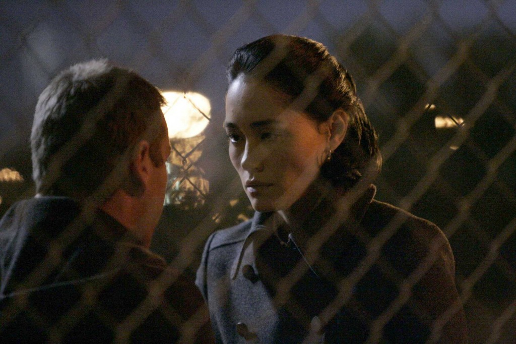 Evelyn Martin gives Jack Bauer important information in 24 Season 5 Episode 16