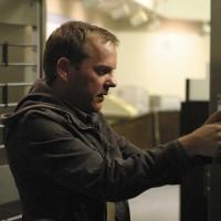 Jack Bauer retrieving the safety deposit box in 24 Season 5 Episode 17