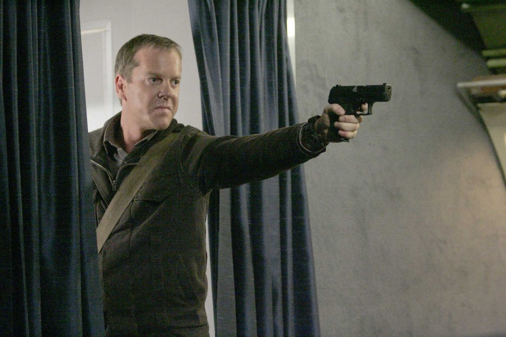 Jack Bauer with gun on plane 24 Season 5