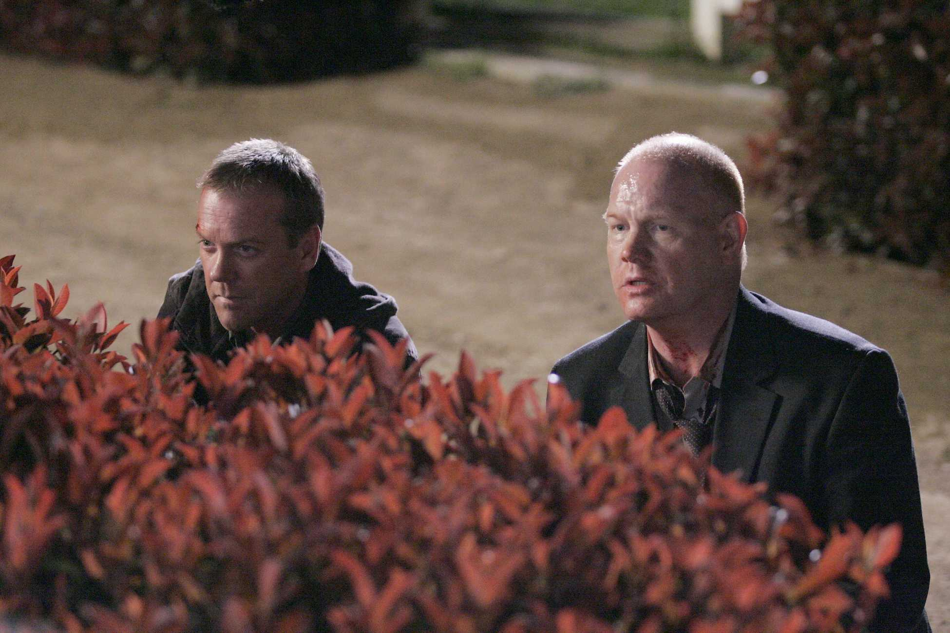 Jack-Bauer-Aaron-Pierce-24-Season-5-Episode-23.jpg