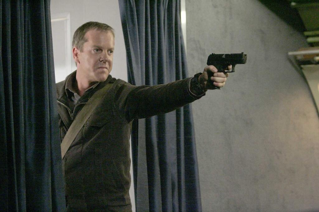 Jack Bauer hijacks plane in 24 Season 5 Episode 20