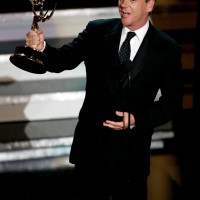 Kiefer Sutherland accepts award for Oustanding Lead Actor in a Drama Series at 2006 Emmys