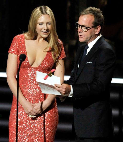 2009 Primetime Emmy Awards Kiefer Sutherland and Anna Torv 002