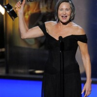 Cherry Jones wins 2009 Emmy Award for Best Supporting Actress