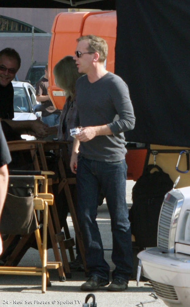 Kiefer Sutherland on location 24 Season 8 set picture
