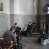 Kiefer Sutherland playing chess on 24 Season 8 set