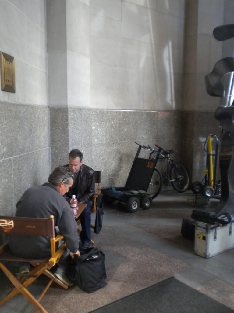 Kiefer Sutherland playing chess on 24 Season 8 set