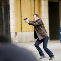 Jack Bauer chasing after Dana Walsh 24 set
