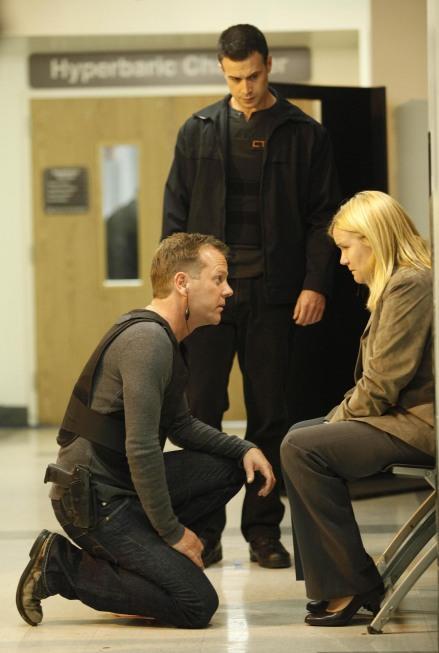 Kiefer Sutherland and Mare Winningham in 24 Season 8 Episode 11