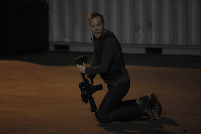 Jack Bauer with assault rifle 24 Season 8 episode 13