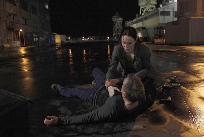 Renee Walker comforts Jack 24 Season 8 Episode 13