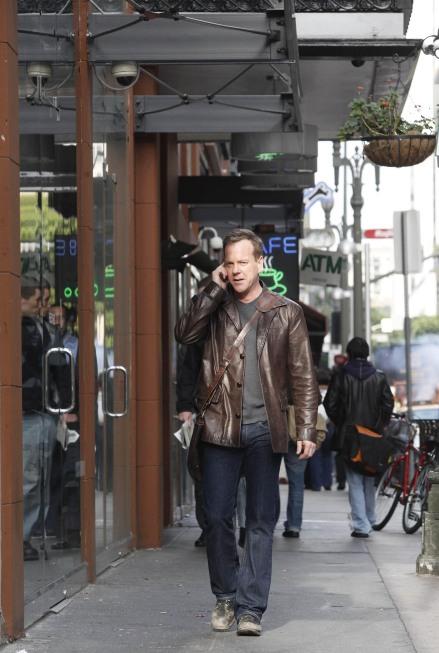 Jack Bauer talking on phone 24 Season 8 episode 19