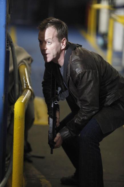 Jack Bauer holding gun 24 Season 8 Episode 19