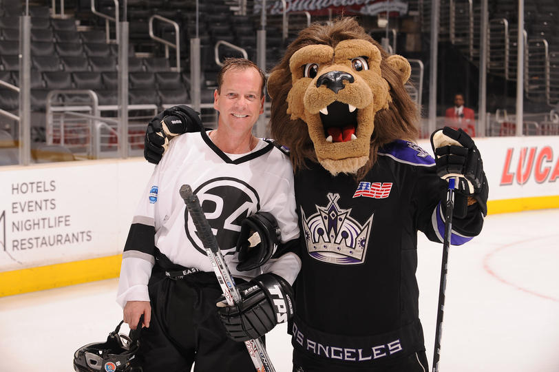 Kiefer Sutherland at 24 vs House Hockey Game