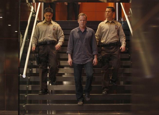 Jack Bauer escorted out of CTU 24 Season 8 Episode 18