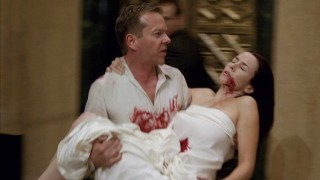 Jack Bauer carrying a dying Renee Walker in 24 Season 8 Episode 17