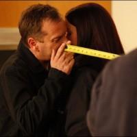 Kiefer Sutherland Annie Wersching kiss behind the scenes
