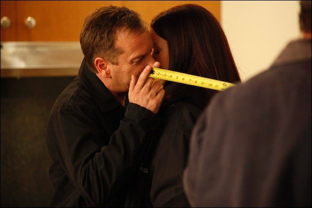 Kiefer Sutherland Annie Wersching kiss behind the scenes