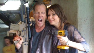Kiefer Sutherland and Mary Lynn Rajskub goof around the set while filming the 24 Series Finale