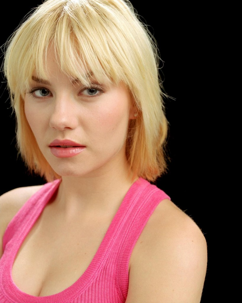 Elisha Cuthbert as Kim Bauer in 24 Season 3 promo pic