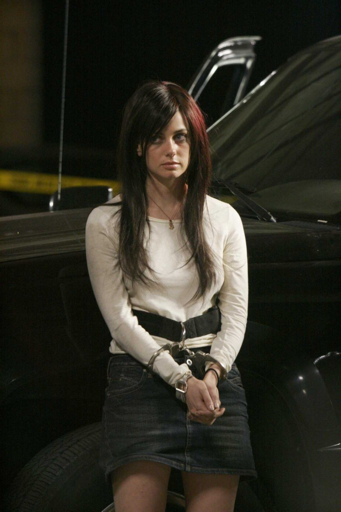 Mandy (Mia Kirshner) in handcuffs 24 Season 4 finale