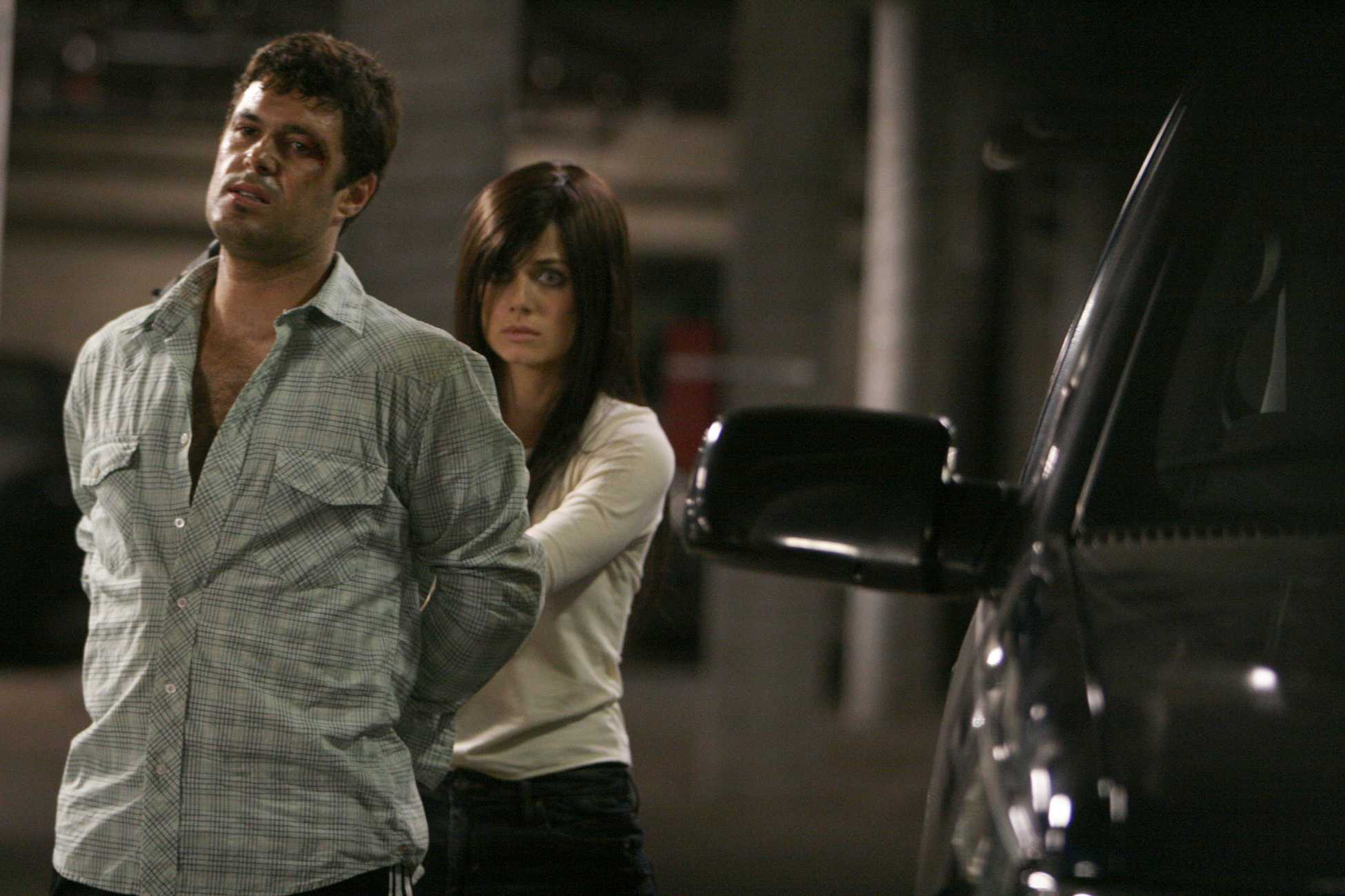 Mandy (Mia Kirshner) takes Tony Almeida hostage 24 Season ...