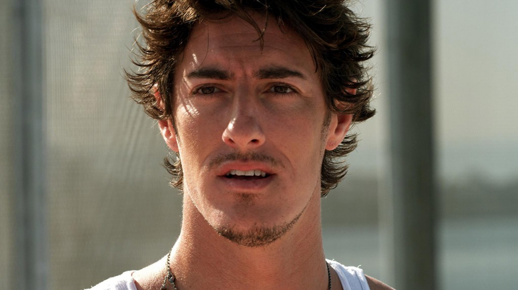 Eric Balfour in Skyline