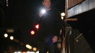 Jack Bauer flashlight 24 Season 7 Episode 15